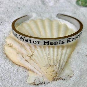 NEW! 🏖🏝Salt Water Heals Everything bracelet